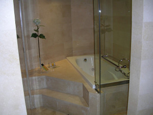 tubs for small bathrooms